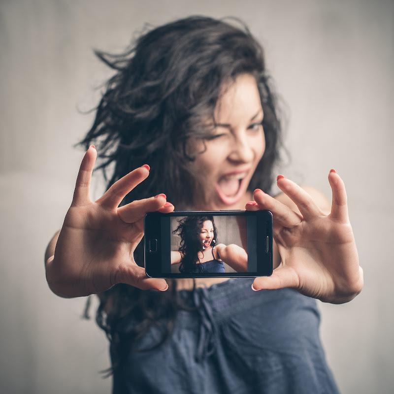 Tus selfies serán maravillosas si sales con una sonrisa amplia y sin amalgamas visibles. sólo los miércoles te ponemos 2 y ¡sólo pagas 1 y media! Ahorras y terminas más pronto, llama de inmediato al 58 25 03 81o por whatsapp 04455 9194 4564